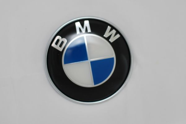 bmw e36 e38 e39 e30 e46 e34 tailgate emblem 77mm new bmw. Black Bedroom Furniture Sets. Home Design Ideas